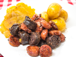 🍱Picada Chorizo, Morcilla, Lomo de Res, Cubitos de Pollo