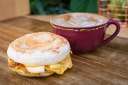 Muffin de Huevo + Capuccino