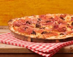 Pizza Rústica Prosciutto e Dátiles