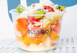 Ensalada de Frutas con Helado de Yogurt