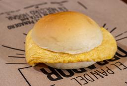 Sándwich de Huevo Revuelto en Pan de Mantequilla