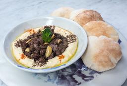 Hummus con Carne Molida y Almendras