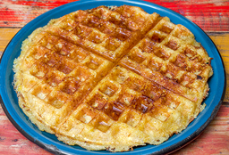 Waffle de Chócolo con Mantequilla y Syrup