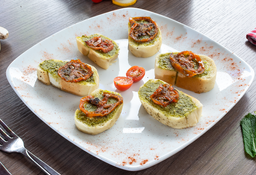 Bruschettas al Pesto y Tomates Secos