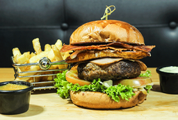 Hamburguesa Steak y Papas