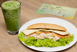 Sandwich de Atún + Smoothie Kaleito
