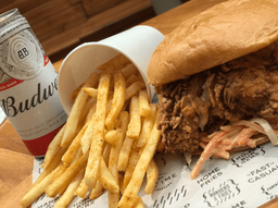 Combo Sándwich Fried Chicken + Budweiser
