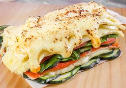 Combo Lasaña Vegetariana, Incluye Bebida y Postre