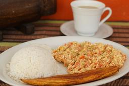 Calentado, o arroz blanco con huevos al gusto