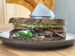 Sándwich de Roastbeef & Tahina de Aguacate