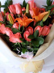 Bouquet de rosas y lirios