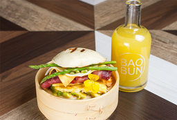 Egg Bacon Burger Bun + Jugo de Naranja