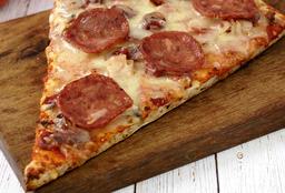 Porción de Pizza de Carnes Frías