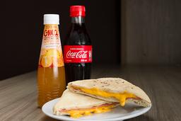 Sándwich Jamón y Queso + Néctar Oma o Coca cola 300 ml