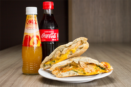 Sándwich Pollo y Queso + Néctar Oma o Coca cola 300 ml