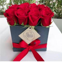 Caja negra 16 rosas rojas