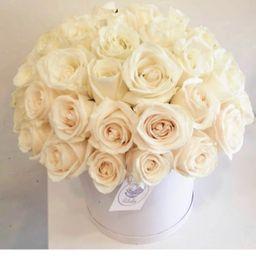 Caja blanca rosas blancas
