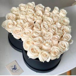 Corazón con rosas blancas