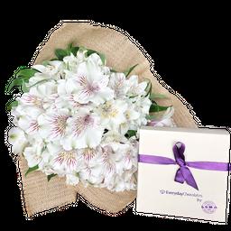 Bouquet de flores, caja de chocolate y tarjeta