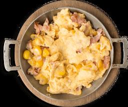 Huevos Revueltos con Mazorca y Tocineta