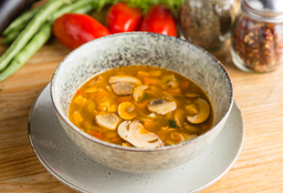 Sopa de vegetales y hongos