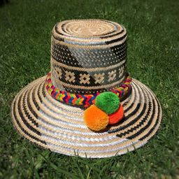 Sombrero wayuu tejido en hoja de palma
