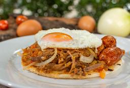 Arepa con Carne Desmechada y Chorizo