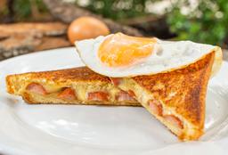 Sándwich de Salchicha, Queso y Huevo