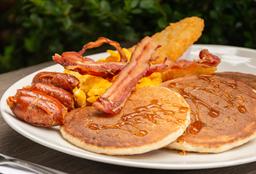 Ufffff!!! (Pancakes+Hash Brown+Huevos+Tocineta+Chorizo Coctel)