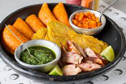 Picada de Empanadas y Chorizo