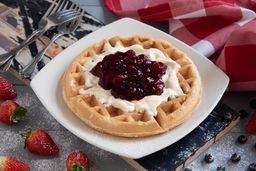 Waffle Frutos Rojos y Queso Crema