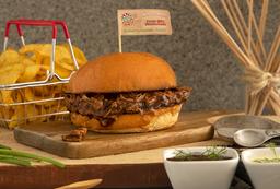 Sándwich de Cerdo Desmechado (Pulled Pork) + Papas