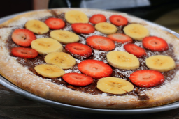 Pizza De Chocolate Con Fresas Y Banano