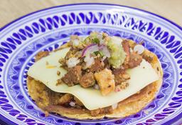 Taco de Chorizo y Chicharrón