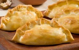 Empanada argentina de pollo bechamel