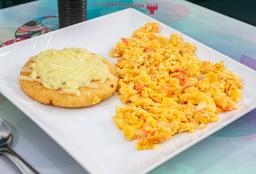 Huevos Pericos y Arepa