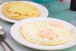Huevos Fritos y Arepa
