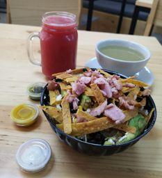 Ensalada Grande + Jugo + Sopa o Fruta