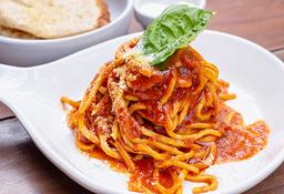 Spaghetti allá chitarra en salsa Pomodoro y pecorino