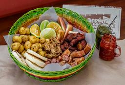Chicharrón, Chorizo, Chunchurria y Costilla Ahumada