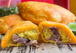 Empanadas Con Carne o Pollo