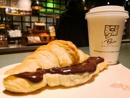 Croissant + Spread + Bebida Caliente