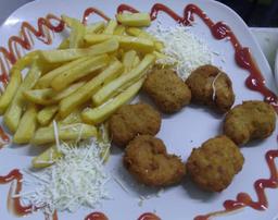 6 Nuggets de Pollo + Papas a la Francesa
