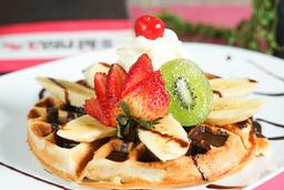 Waffle de Fresas con Nutela y Helado