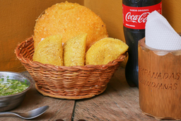 🥟 3 Empanadas + 1 Arepa o Pastel + Gaseosa Personal