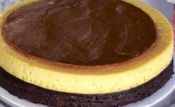 Porción de Torta Chocoflan Arequipe