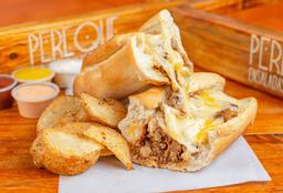 Sándwich Cerdo BBQ con Papas Casco