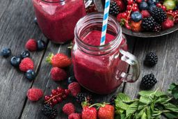 Jugo Frutos Rojos en Agua