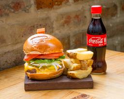 Cheeseburger 180 g + papas + Coca Cola