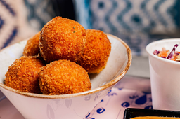 Combo Crab Poppers & Postre